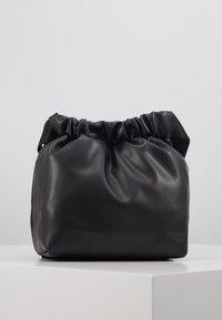 Pieces - PCBEAU CROSS BODY - Across body bag - black - 2