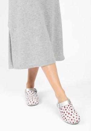 NOMA - Slippers - white