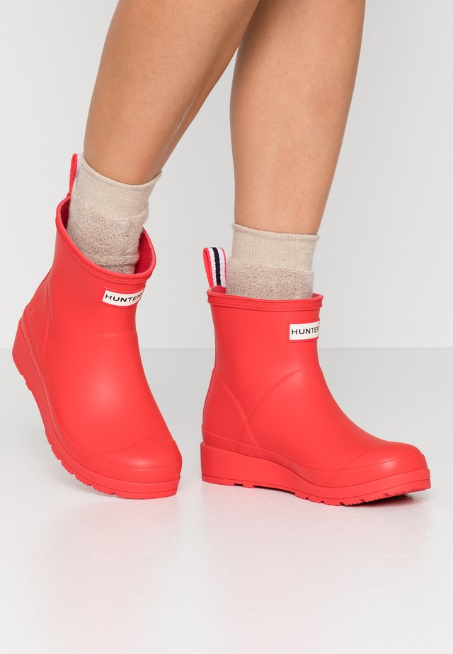 PLAY BOOT SHORT VEGAN - Wellies - Gummistøvler - red