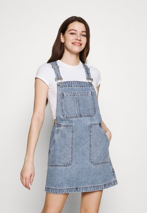JADE PINAFORE DRESS - Denimové šaty - light retro