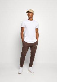 Nike Sportswear - CLUB - Tracksuit bottoms - baroque brown - 1