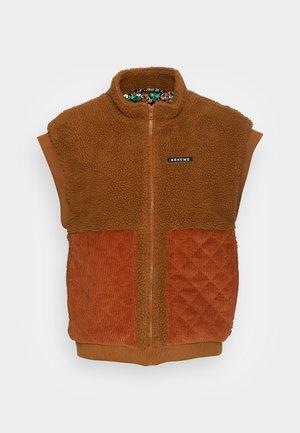 GERTA VEST - Waistcoat - brown