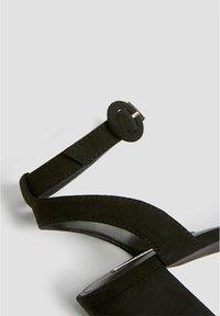 PULL&BEAR - Sandaalit nilkkaremmillä - black - 5