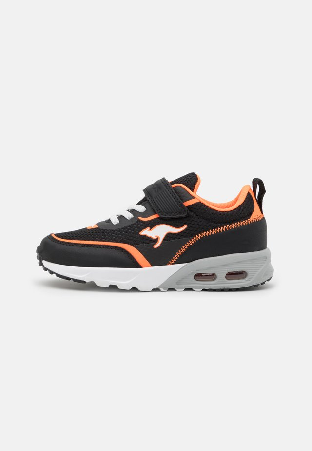 KX-3100 - Sneakers laag - jet black/neon orange