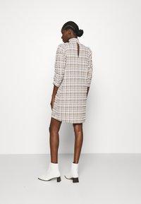 JUST FEMALE - HAMILTON DRESS - Sukienka letnia - beige - 2