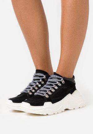 TRANCE - Sneakers basse - black