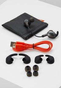JBL - EVEREST WIRELESS IN EAR HEADPHONES - Headphones - gun metal - 4