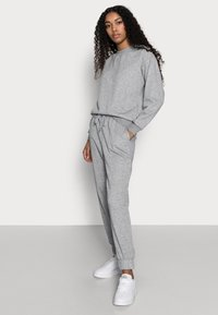 Vero Moda Petite - VMNATALIA SET - Sweatshirt - light grey melange - 3