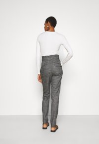 Vero Moda Tall - VMEVA LOOSE PAPERBAG AMY PANT - Trousers - black/houndstooth grey/white