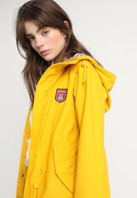 Derbe - TRAVEL FRIESE STRIPED - Parka - yellow/blue - 5