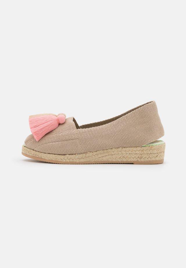 Sandály na klínu - rosa/beige/salmon