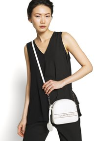 Emporio Armani - STRIPE LOGO CAMERA - Across body bag - bianco - 1