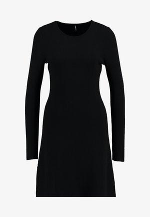 ONLNEW DALLAS O NECK DRESS - Strikkjoler - black