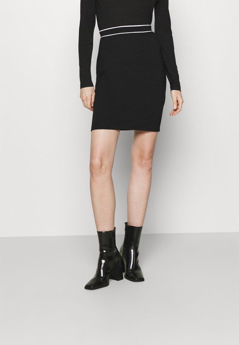 Anna Field - Mini punto smart comfy skirt - Pencil skirt - black/white
