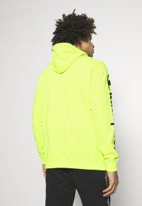 Champion - HOODED - Bluza z kapturem - neon yellow - 2