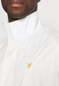 Lyle & Scott - ARCHIVE LIGHTWEIGHT ANORAK RELAXED FIT - Summer jacket - vanilla ice - 5