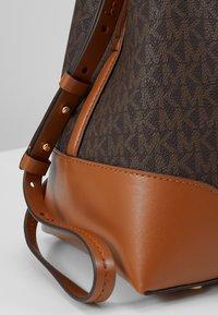 MICHAEL Michael Kors - MERCER GALLERY - Handbag - brown - 6