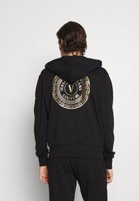 Versace Jeans Couture - Zip-up sweatshirt - nero/oro - 4