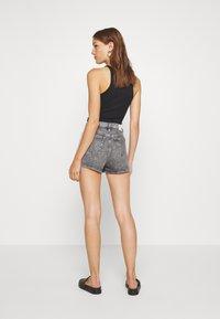 Calvin Klein Jeans - HIGH RISE - Shorts di jeans - grey tape - 2