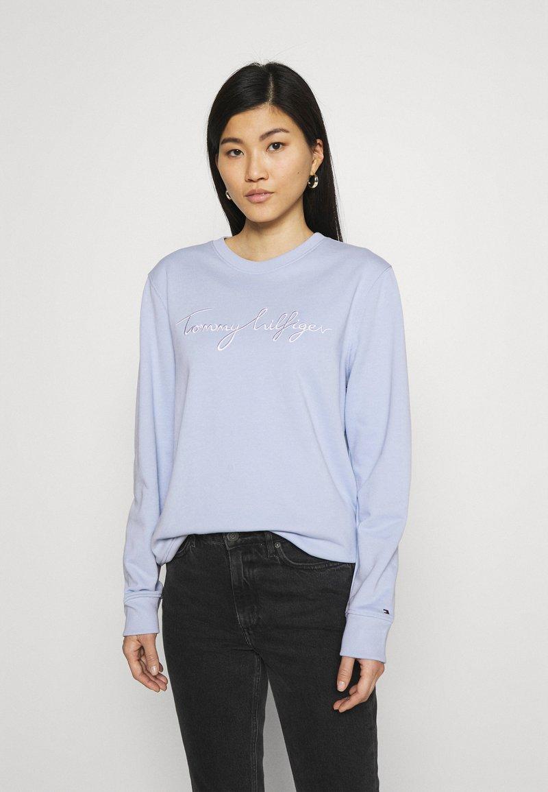 Tommy Hilfiger - REGULAR GRAPHIC - Sweatshirt - breezy blue