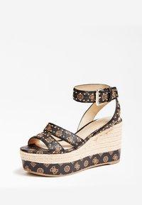 Guess - SANDALE COMPENSEE LATANYE LOGO - High heeled sandals - marron foncé - 2