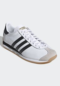 adidas Originals - COUNTRY OG SHOES - Trainers - white - 6