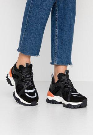SLFAMY TRAINER - Sneakersy niskie - black