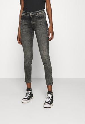 MID RISE SKINNY ANKLE - Skinny džíny - denim grey