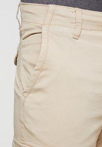 Jack & Jones - JJIPAUL JJFLAKE - Pantaloni cargo - white pepper - 3