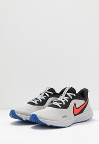 Nike Performance - REVOLUTION 5 - Neutral running shoes - black/chile red/light smoke grey - 2