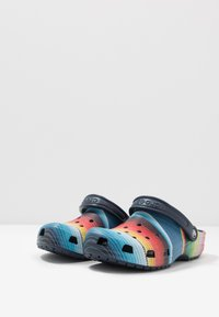 Crocs - CLASSIC STRIPED - Tresko - multicolor/navy - 2