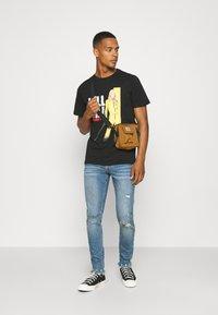 Redefined Rebel - STOCKHOLM DESTROY - Jeans Skinny Fit - speed blue - 1