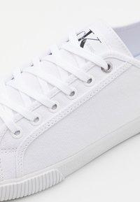 Calvin Klein Jeans - LACEUP - Tenisky - bright white - 5