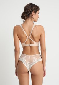 Wacoal - EMBRACE SOFT CUP BRA - Triangel-BH - naturally nude/ivory - 3