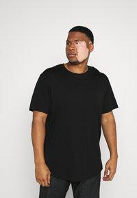 Only & Sons - ONSMATT LONGY TEE 7 PACK  - Basic T-shirt - black/white /forest - 3