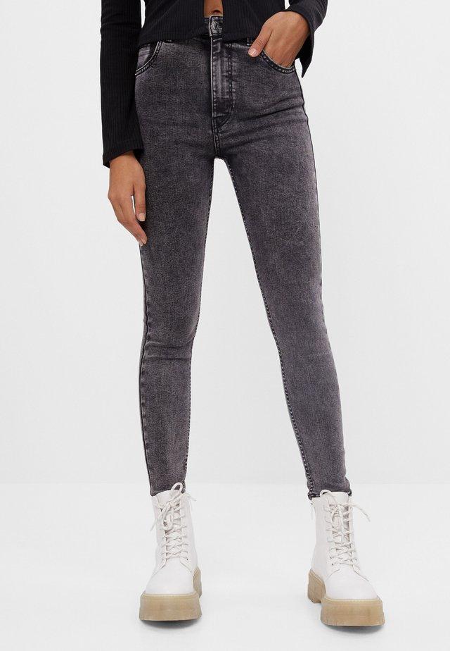 MIT SEHR HOHEM BUND  - Jeans Skinny - grey