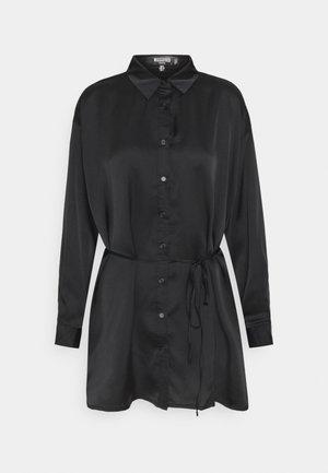 OSIZE SELF TIE DRESS - Abito a camicia - black