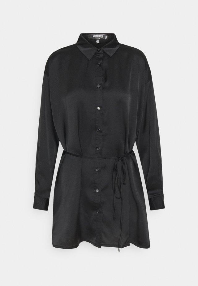 OSIZE SELF TIE DRESS - Shirt dress - black