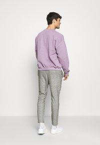 Topman - VERT ROME PRINT - Sweatshirt - lilac - 2