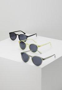 Urban Classics - SUNGLASSES CYPRES 3 PACK - Sunglasses - black/light grey/yellow - 0