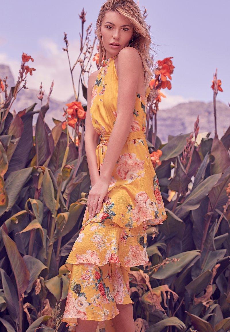 Lipsy - Maxi dress - yellow