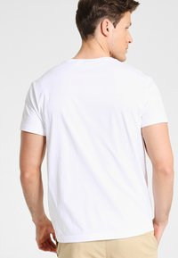GANT - THE ORIGINAL - T-shirt - bas - white - 2
