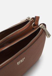 Guess - NAYA DOUBLE ZIP CROSSBODY - Across body bag - cognac - 2