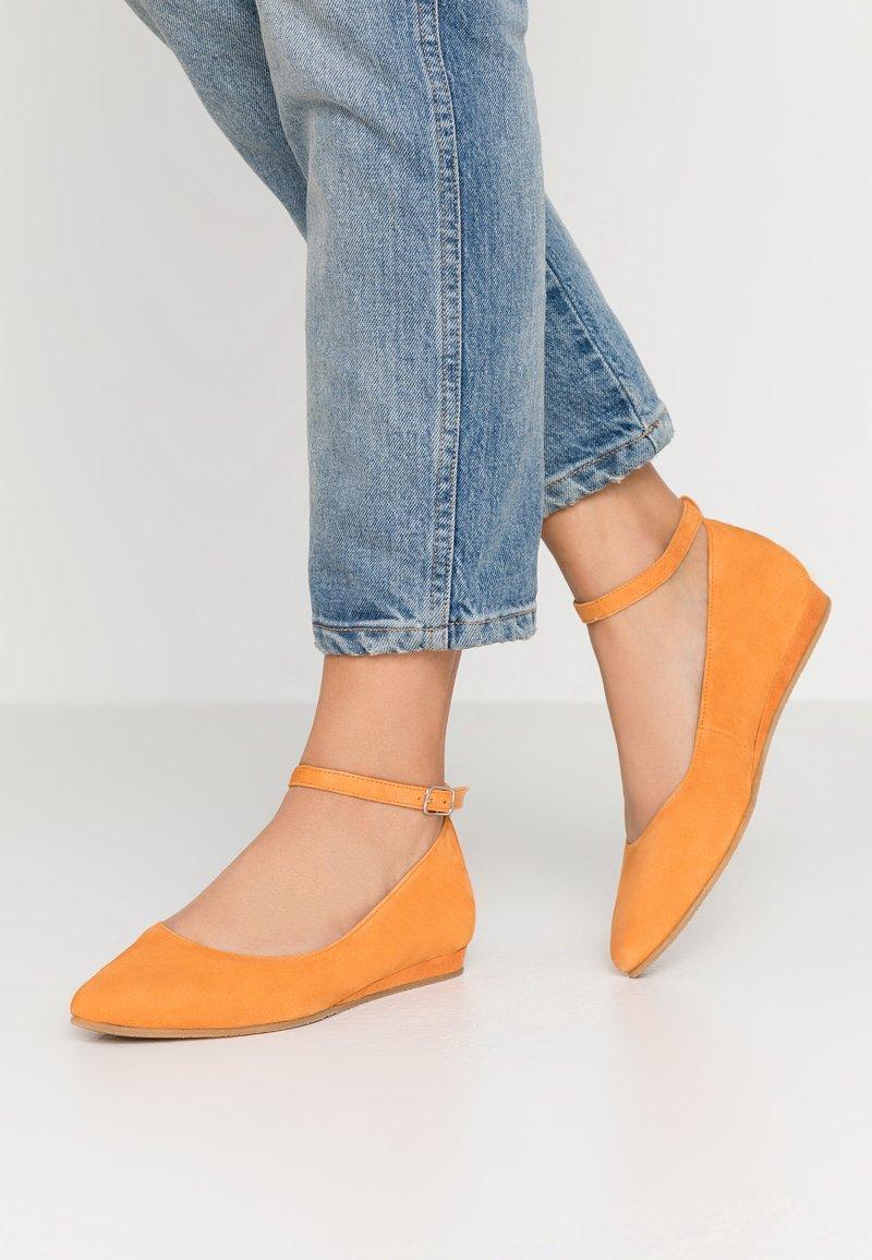Tamaris - Ballerina's met enkelbandjes - orange