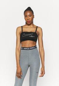 Nike Performance - INDY PACK BRA - Brassières de sport à maintien léger - black/white - 0