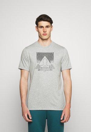 TEE YOGA - Print T-shirt - dark grey heather