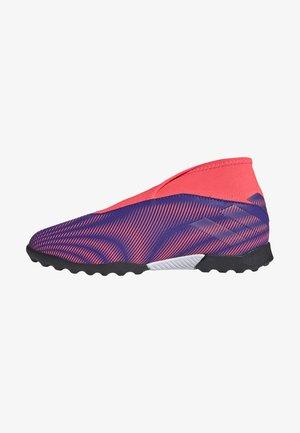 NEMEZIZ  FOOTBALL BOOTS TURF - Kopačky na umělý trávník - eneink/eneink/sigpnk