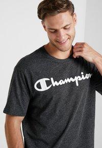 Champion - CREWNECK - Triko spotiskem - dark grey - 3