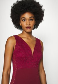 WAL G. - SLEEVELESS V NECK DRESS WITH SIDES - Occasion wear - wine - 5