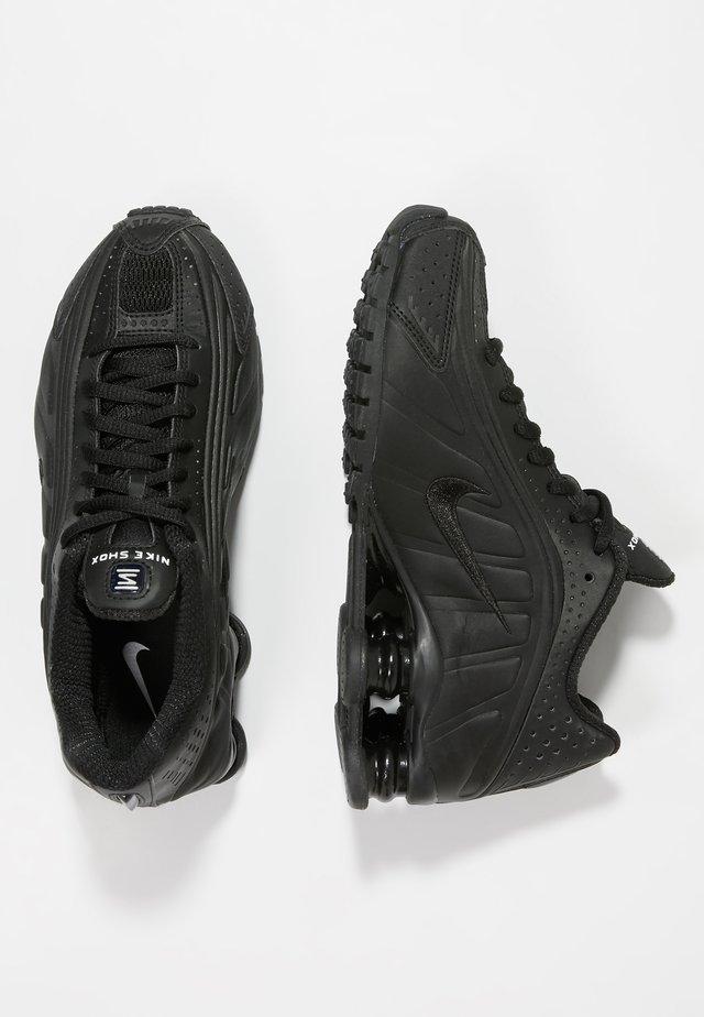 SHOX R4 - Baskets basses - black